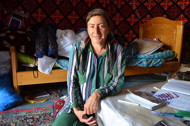 Plano Americano de Rano. Conversación en Karakalpakstan, Uzbekistán. Fuente: www.ritapouso.com