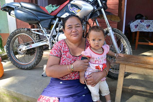 Plano Americano de Sanumaya. Conversación en Chap Bhanjyang, Nepal. Fuente: www.ritapouso.com